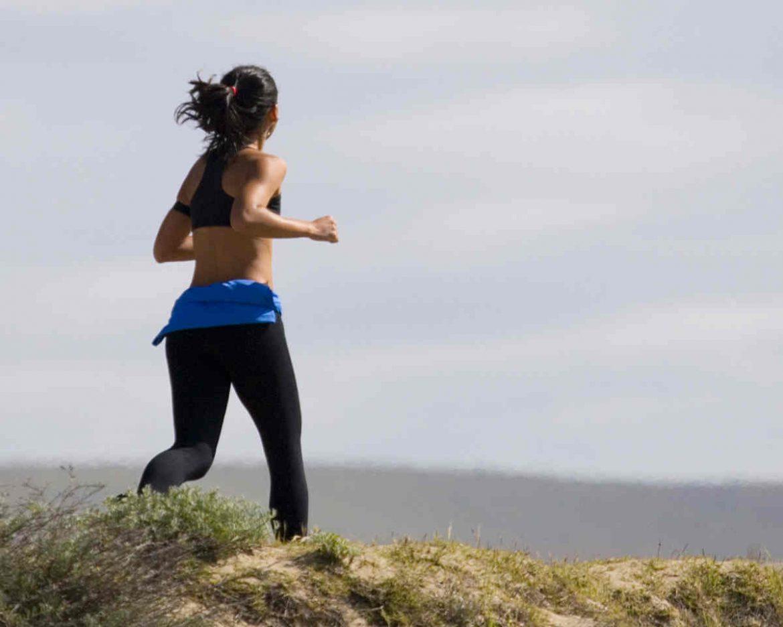 Chica haciendo running